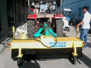 Hydraulic Broomer with Bucket